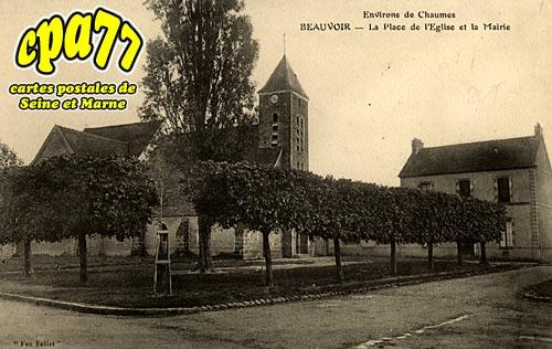 Beauvoir - La Place de l'Eglise et la Mairie