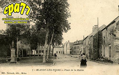 Blandy Les Tours - Place de la Mairie