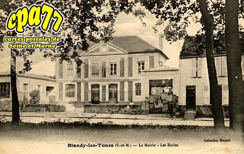Blandy Les Tours - La Mairie - Les Ecoles