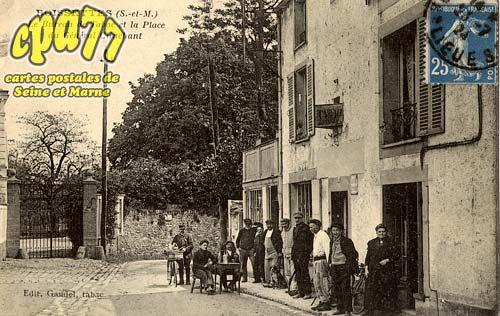 Boissettes - Le Bureau de Tabac et la Place du Général Clinchant