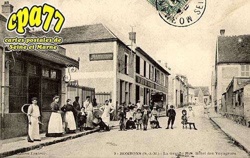 Bombon - La Grande Rue. Hôtel des Voyageurs