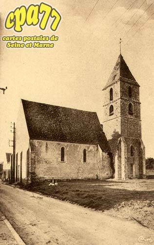 Bougligny - L'Eglise et la Place