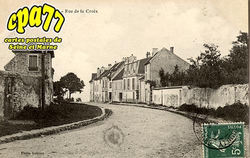 Carnetin - Rue de la Croix