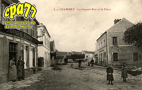Chambry - La Grande-Rue et la Place