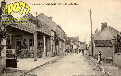 Champagne Sur Seine - Grande Rue