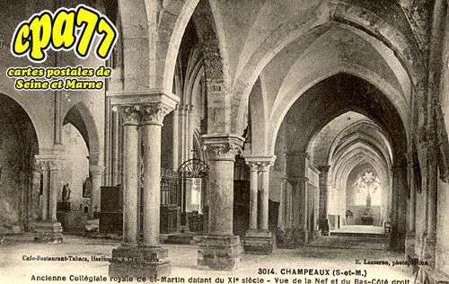 Champeaux - Ancienne Collégiale royale de St-Martin du XIe siècle. Vue de la Nef et du Bas-Côté droit