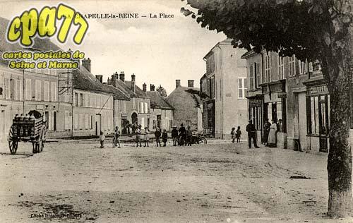 La Chapelle La Reine - La Place