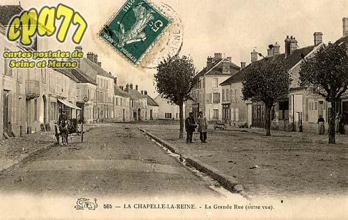 La Chapelle La Reine - La Grande Rue (autre vue)