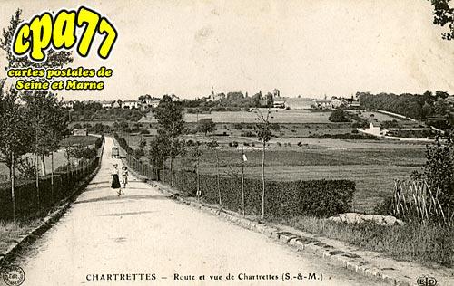 Chartrettes - Route et vue de Chartrettes