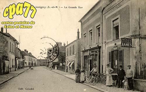 Chevry Cossigny - La Grande Rue