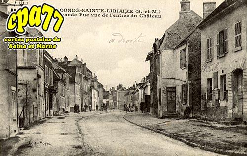 Condé Ste Libiaire - La Grande-Rue vue de l'entrée du Château
