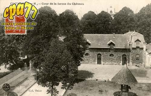 Coubert - Cour de la Ferme du Château