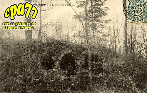 Courchamp - La Grotte et la Fontaine