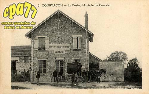 Courtacon - La Poste, l'Arrivée du Courrier