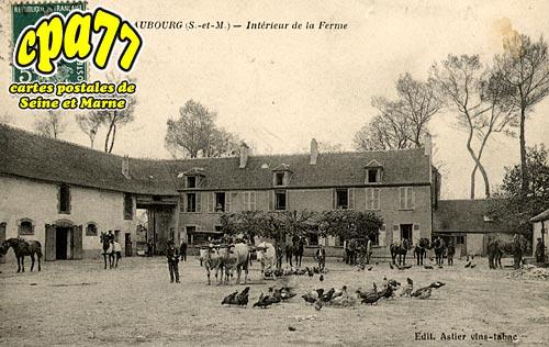 Croissy Beaubourg - Beaubourg - Intérieur de la Ferme (en l'état)