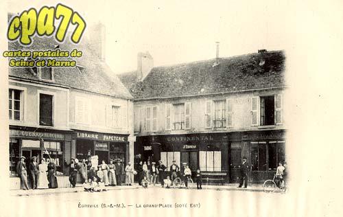 égreville - La Grand'Place (côté Est)