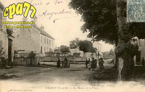 Féricy - La Mairie et la Place