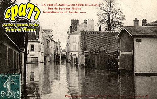 carte postale ancienne de la fert sous jouarre 77 rue du port aux meules inondations du. Black Bedroom Furniture Sets. Home Design Ideas