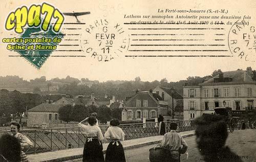 La Ferté Sous Jouarre - Latham sur monoplan Antoinette pour une deuxième fois au-dessus de la ville, le 6 Août 1910, à 11h du matin)