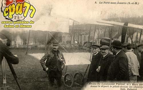 La Ferté Sous Jouarre - Escale du Lieutenant Pierrat, le 1 Mars 1912. Avant le départ le pilote devant les objectifs