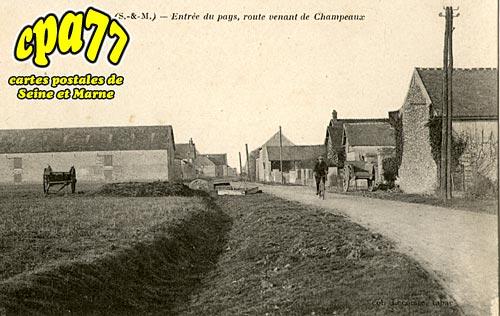 Fouju - Entrée du pays, route venant de Champeaux