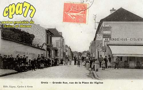Gretz Armainvilliers - Grande Rue, vue de la Place de l'Eglise