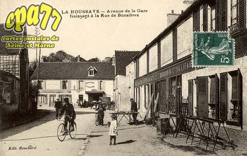 La Houssaye En Brie - Avenue de la Gare finissant à la Rue de Bussières