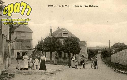 Juilly - Place du Père Defrance