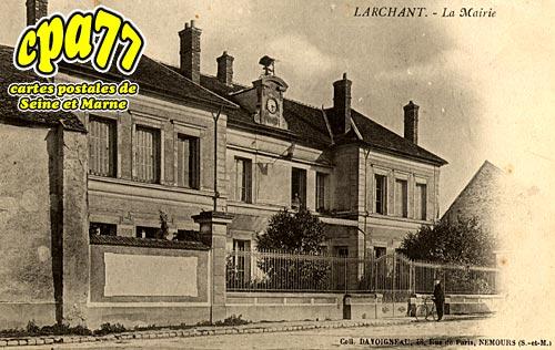 Larchant - La Mairie