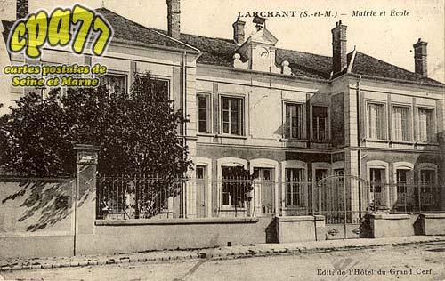 Larchant - Mairie et Ecole