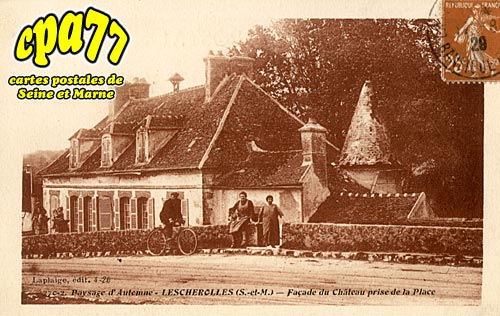 Lescherolles - Façade du Château prise de la Place