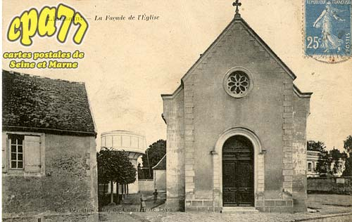 Lieusaint - La façade de l'église