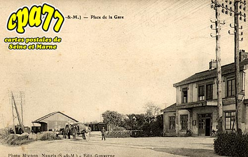 Maison Rouge En Brie - Place de la Gare