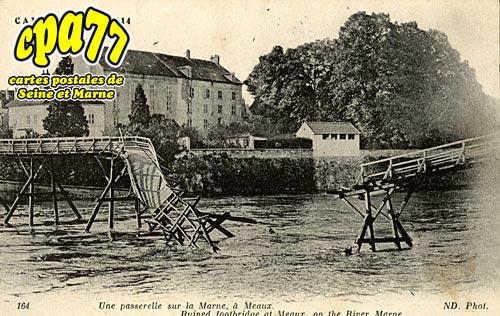 Meaux - Une passerelle sur la Marne