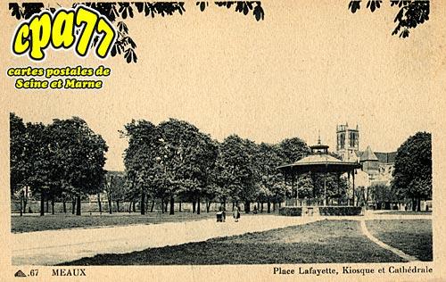 Meaux - Place Lafayette, Kiosque et cathédrale