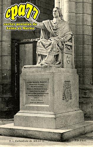 Meaux - Cathédrale - Statue de Bossuet