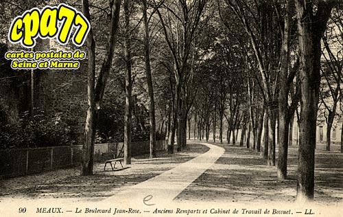 Meaux - Le Boulevard Jean Rose - Anciens Remparts et Cabinet de Travail de Bossuet