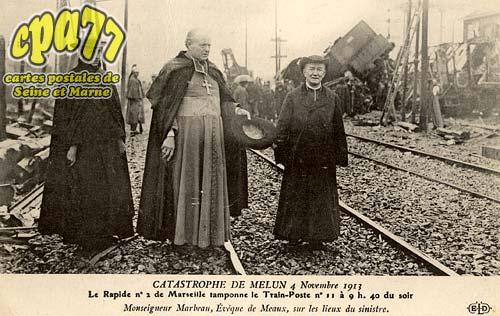 Melun - Catastrophe de Melun 4 Novembre 1913 - Le Rapide n°2 de Marseille tamponne le Train-Poste n°11 à 9h. 40 du soir - Monseigneur Marbeau, Evêque de Meaux, sur les lieux du sinistre