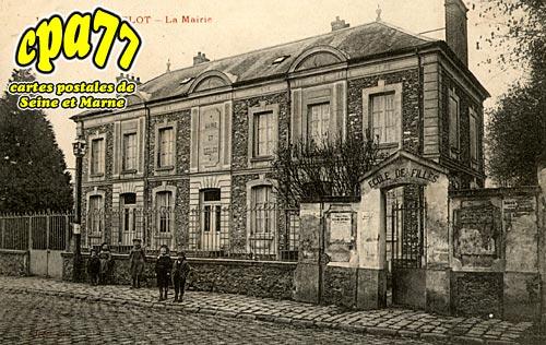 Le Mesnil Amelot - La Mairie