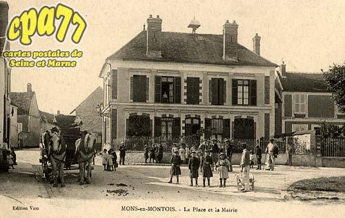 Mons En Montois - La Place et la Mairie