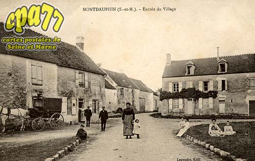 Montdauphin - Entrée du Village