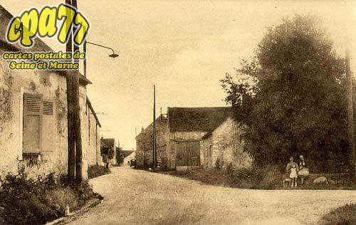 Montmachoux - Entrée du village - Route de Montereau