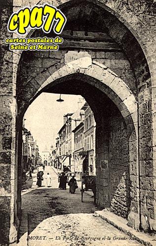 Moret Sur Loing - La Porte de Bourgogne et la Grande Rue