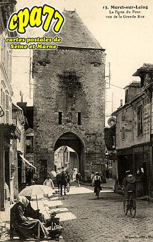 Moret Sur Loing - La Porte du Pont vue de la grande Rue