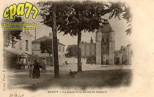 Moret Sur Loing - La place et la porte de Samois