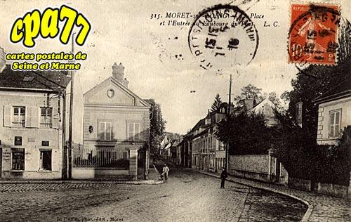 Moret Sur Loing - La Place et l'Entrée du Faubourg du Pont