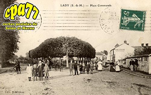 Mormant - Lady - Place Communale