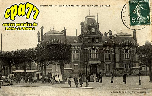 Mormant - La Place du Marché et l'Hôtel de Ville