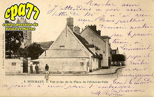 Mormant - Vue prise de la Place de l'Hôtel-de-Ville
