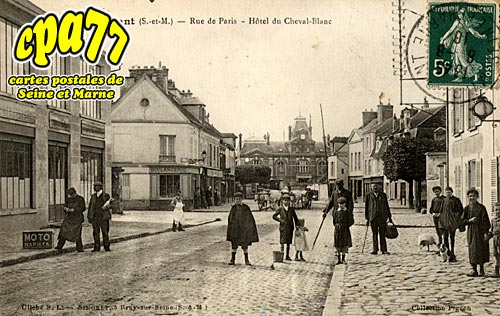 Mormant - Rue de Paris - Hôtel du Cheval-Blanc